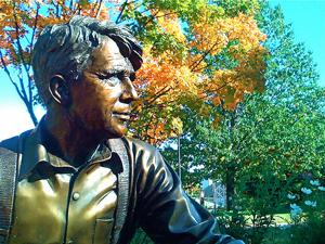 A photograph of a statue of the poet Robert Frost