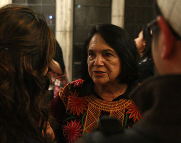 Image of Dolores Huerta speaking to a group of people.